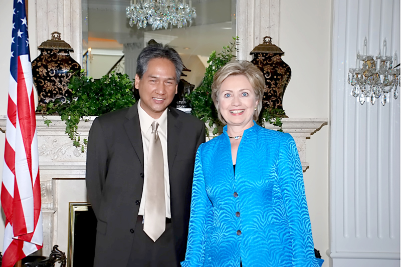 You are browsing images from the article: Fil-Am Lawyer Attends Fundraiser for Sen. Hillary Clinton, Anaheim, CA